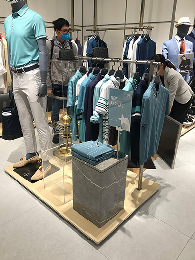 Clothing Display Racks to Improve Consumers' sense of Participation