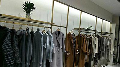 Eye-catching Fashion Clothing Display Racks