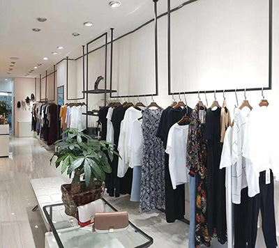 How to Attract Customers by Clothing Display Racks