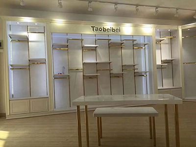 The Importance of Display Table in Clothing Display Racks