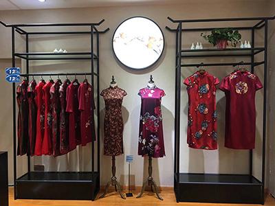 The Key to the Development of Fashion Clothing Display Racks